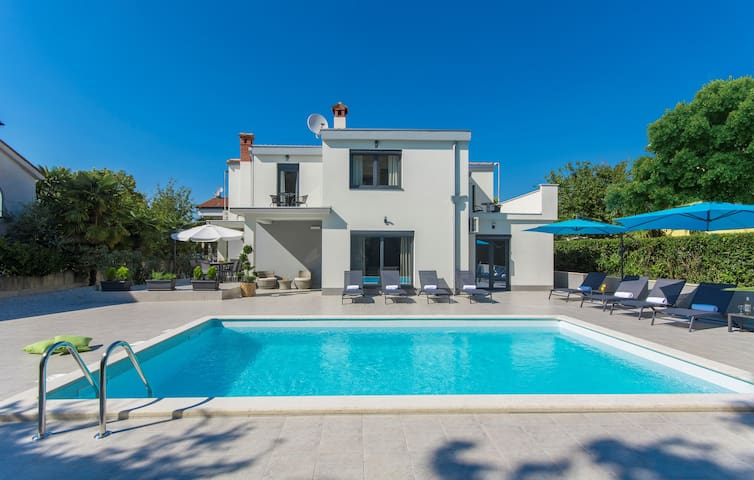 Villa for 9 persons in Poreč R79616