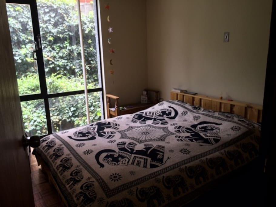 Dormitorio, cama queen size