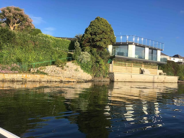 Solano, new 114sqm waterside house fabulous views
