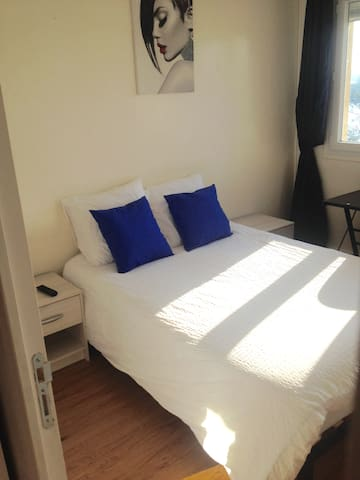 Lovely Bedroom with desktop, close to Paris - Mantes-la-Jolie - Condomínio