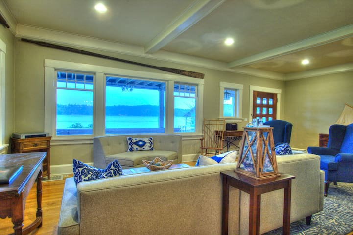 4 Bedrm Waterfront Jewel. +Optional Guest House - Port Orchard