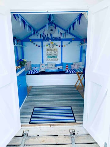 Lyme Regis Beach Hut Day Hire with Sea View