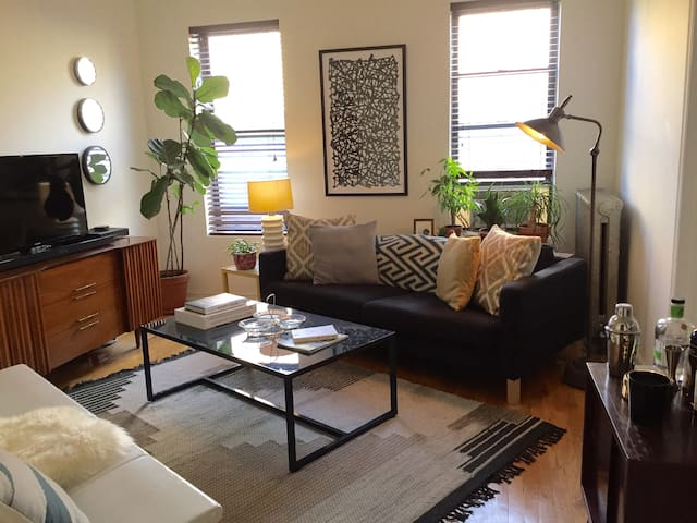 Comfy large room in Wash Heights