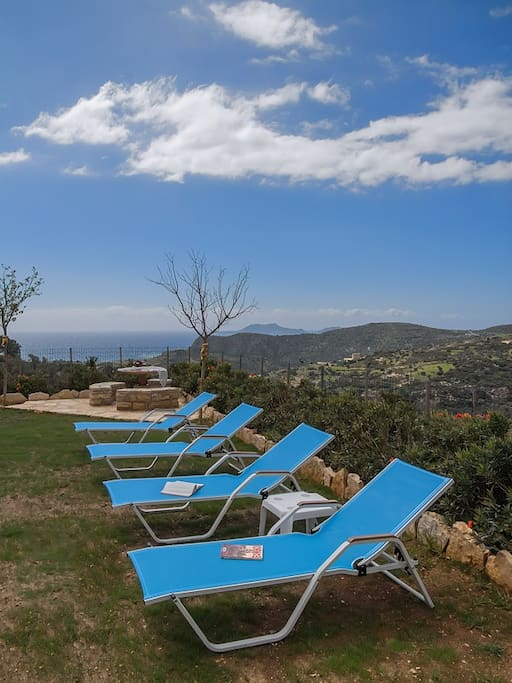 Luxury villa 2km from the beach of Triopetra for 5 pax