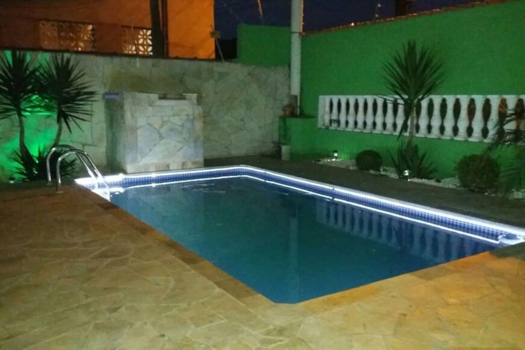 Linda casa com piscina casas para alugar em balneario for Piscina de santa eugenia