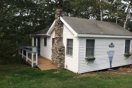 Periwinkle Cottage on Pemaquid Harbor