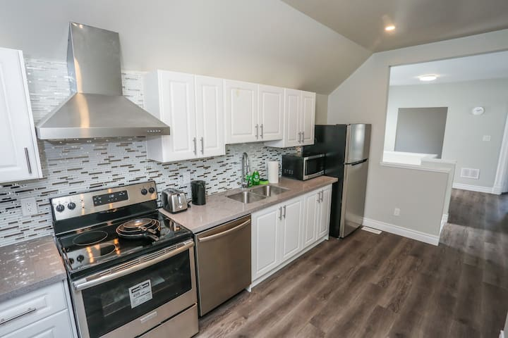Cozy 4-beds apt in Kitchener  153 A