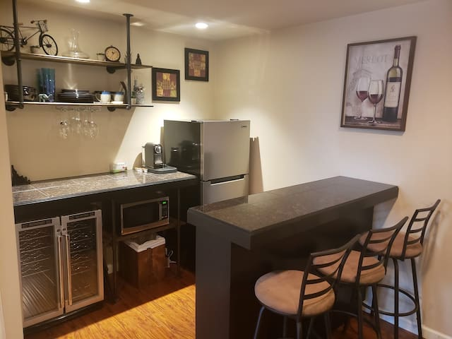 Private Suite-Living RM Master/Bath-Great Location