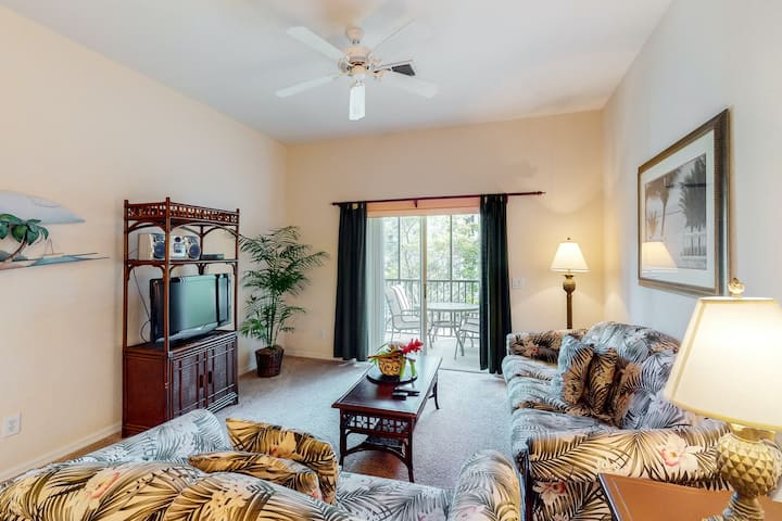 2nd floor condo w/ tennis court, pools, basketball court, near theme parks