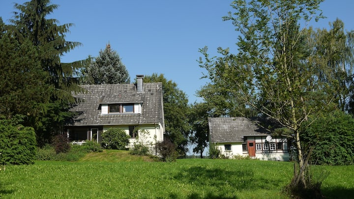 allein stehendes Forsthaus a. Fuß d. Burg Herzberg