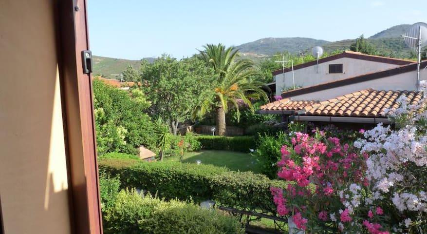 Monolocale con giardino e veranda San Teodoro