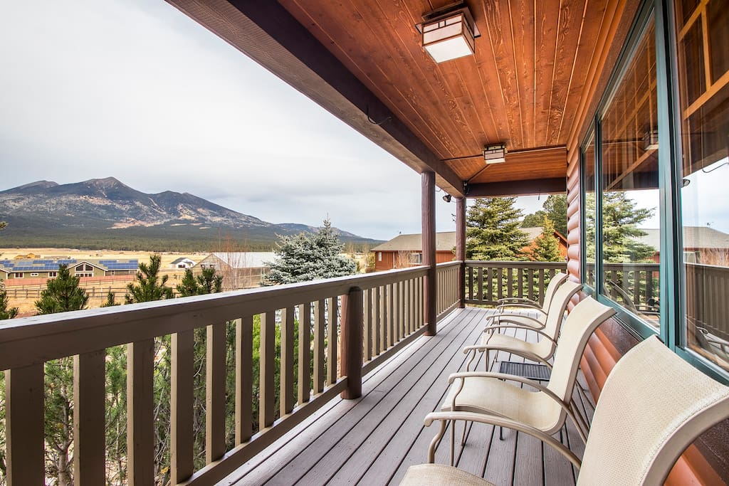 Sit on the porch and feel your stress melt away. During the winter, the porch provides a great place to store your skis and snowboards.