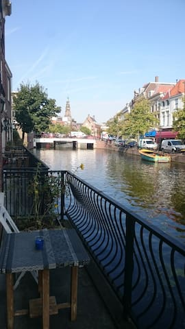 Beautiful house on the canal in the city center - Leiden - Dom