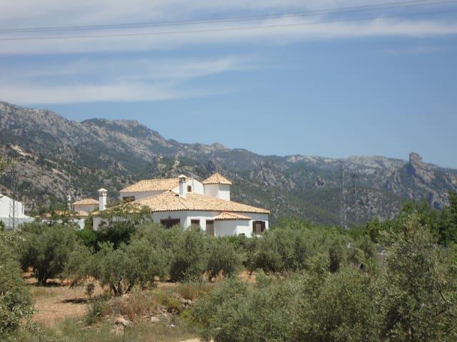 Villa lasTalas , casa bodega .Cazorla