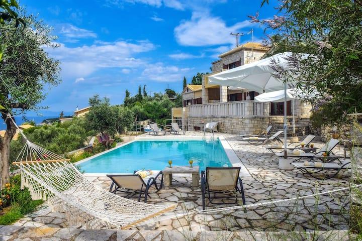 Spacious, villa Ionia directly the sea.