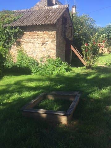 Maisonnette dans une partie du jardin