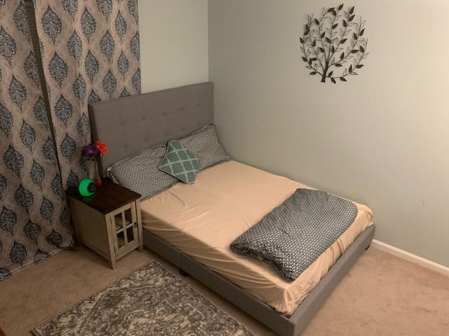 Cozy Single Bedroom with all Amenities