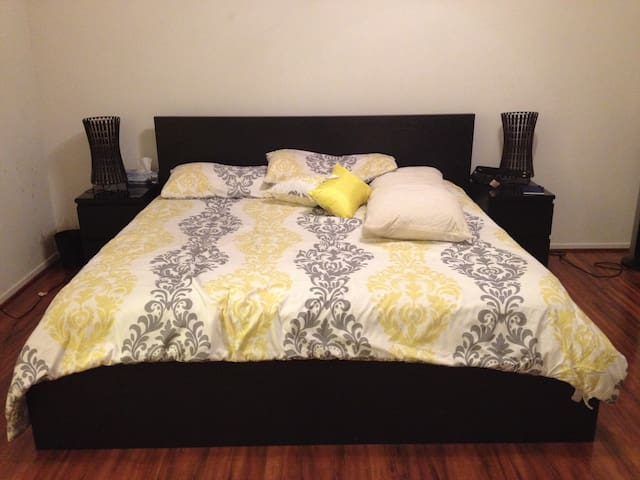 Comfy RoomWith Everything You Need. - Farmington Hills - Condomínio