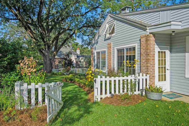 Pine Hill Gardens in perfect Midtown Location