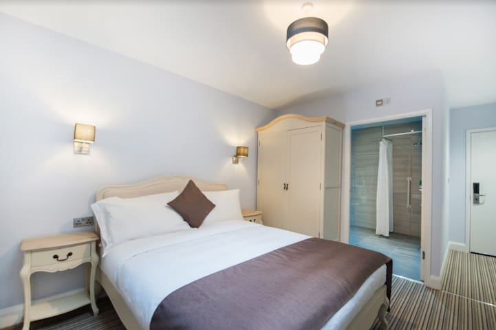 SELF-CONTAINED Cosy Guest-room, Accessible - G02