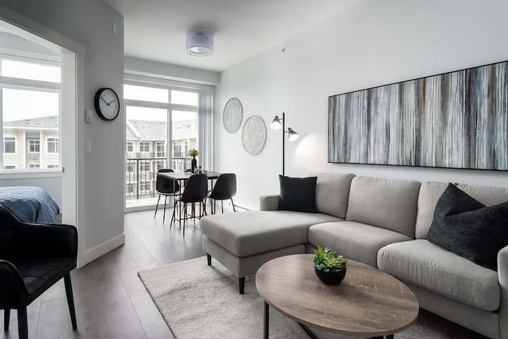 Stunning Brand New Top Floor 2 Bed 2 Bath Condo