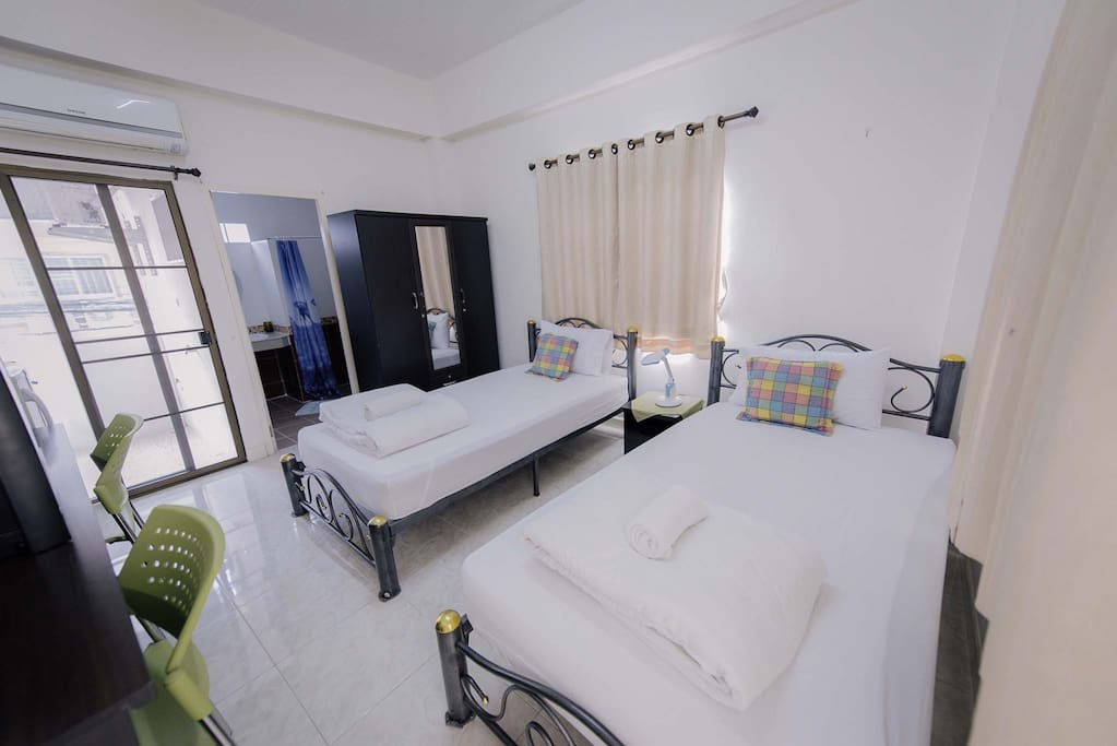 Comfortable stay with twin bed.
