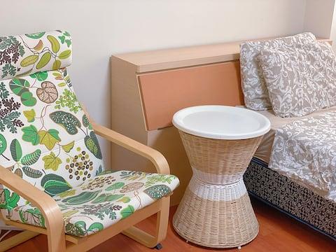 兩光夫妻+慢活日租,讓住宿的朋友都能感受到輕鬆愉快的休息空間 就算浴室與房客共用也能放心使用✌️