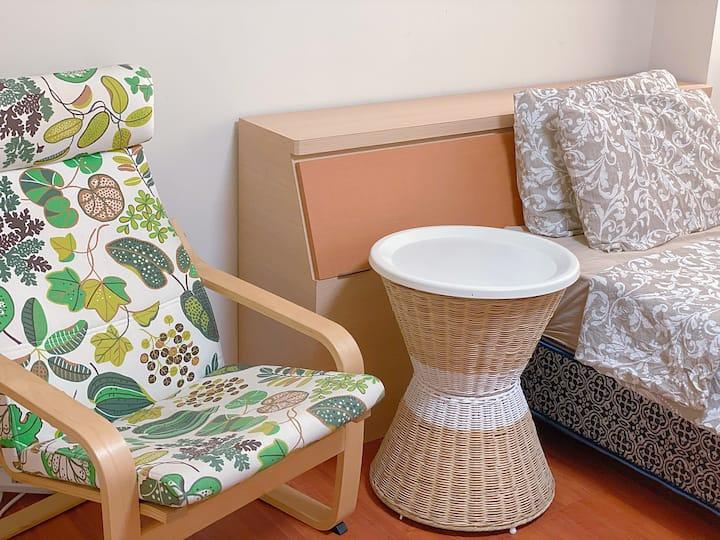兩光夫妻+慢活日租套房  讓住宿的朋友都能感受到輕鬆愉快的休息空間 就算浴室與房客共用也能放心使用✌️