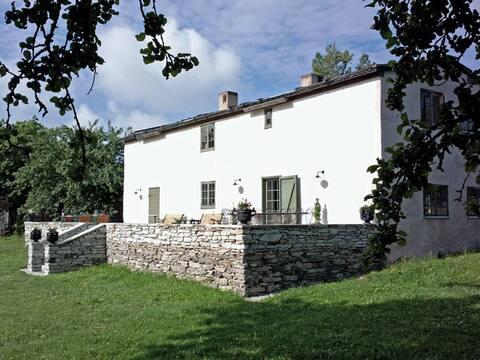 Exclusive 18th century villa in idyllic setting
