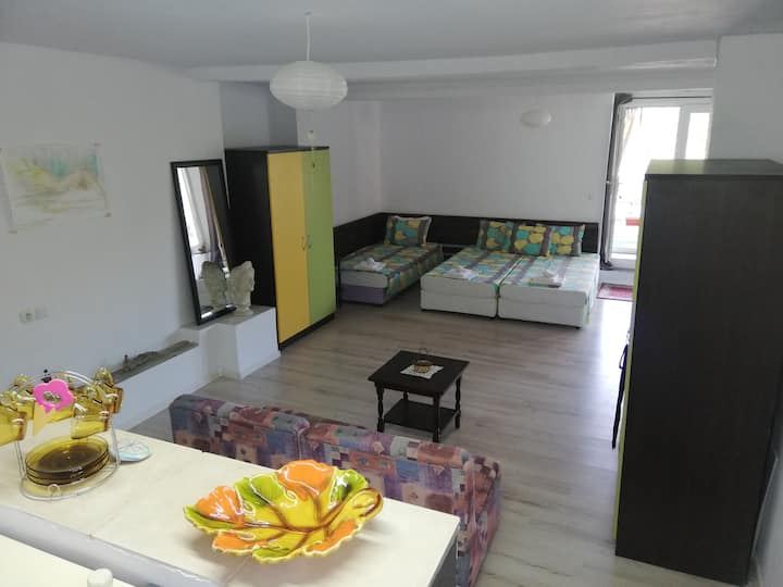 ",, Costal Retreat"" private first floor for 5guests"