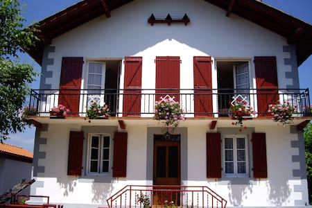 Etxe ORAÏ BAKEA - Saint-Jean-Pied-de-Port - Casa