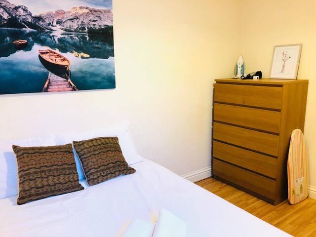 Modern Double room close to Shoreditch/Bricklane