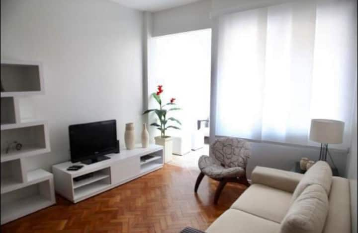 Apartamento com excelente localização em Ipanema