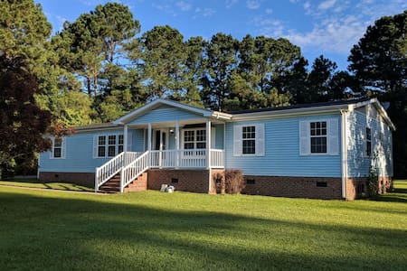 Blue house on Sun Valley (PET FRIENDLY)