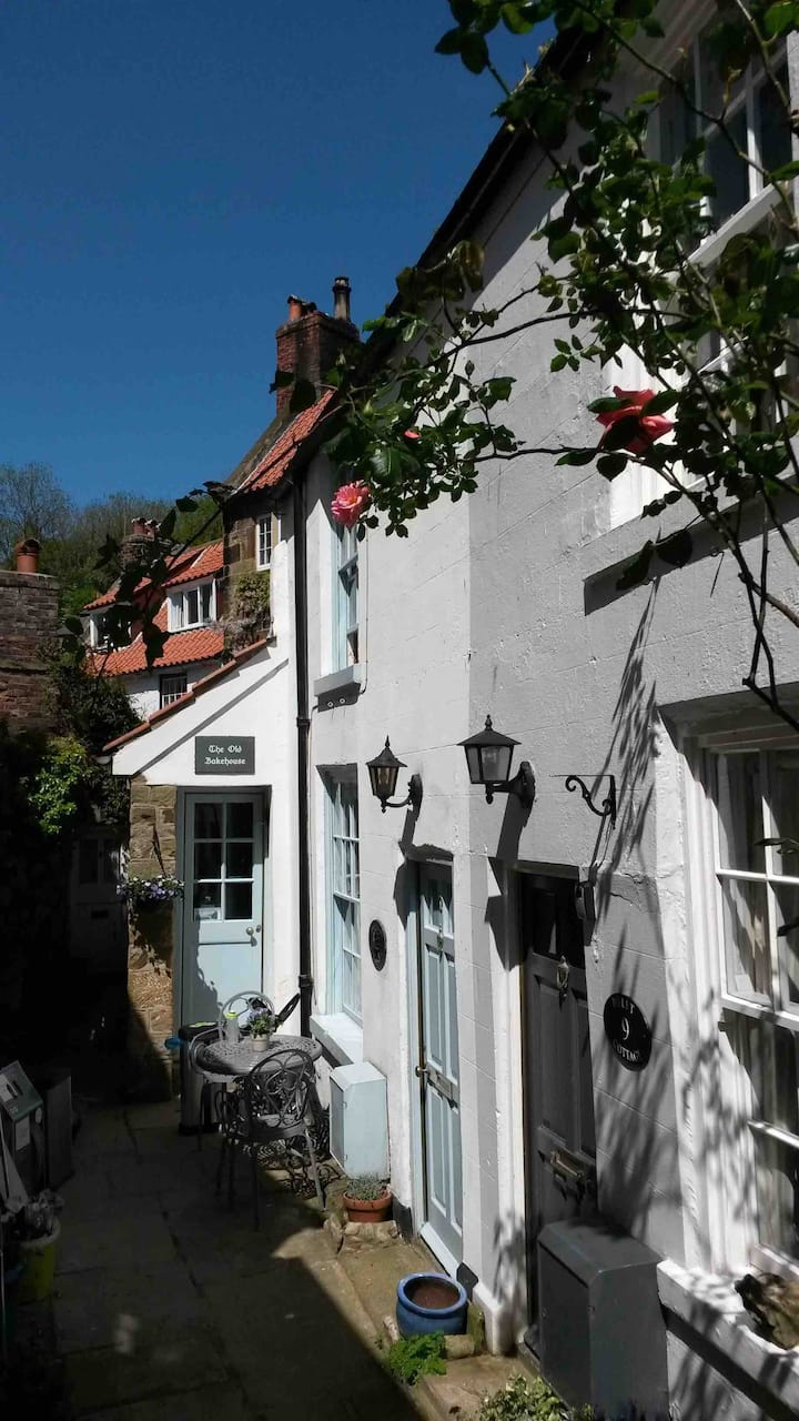 Cosy 2 Bed Seaside Cottage, Robin Hoods Bay Whitby