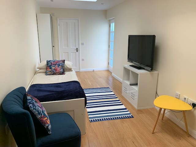 Double ensuite room with own entrance in Ealing W5
