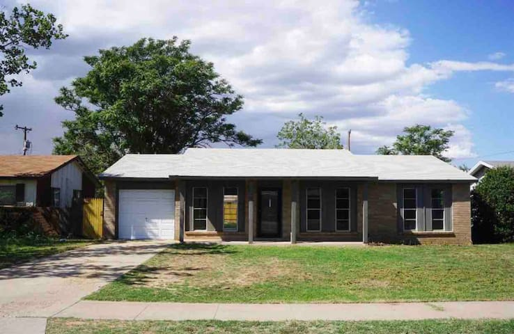 Large 3 bedroom house all to yourself!