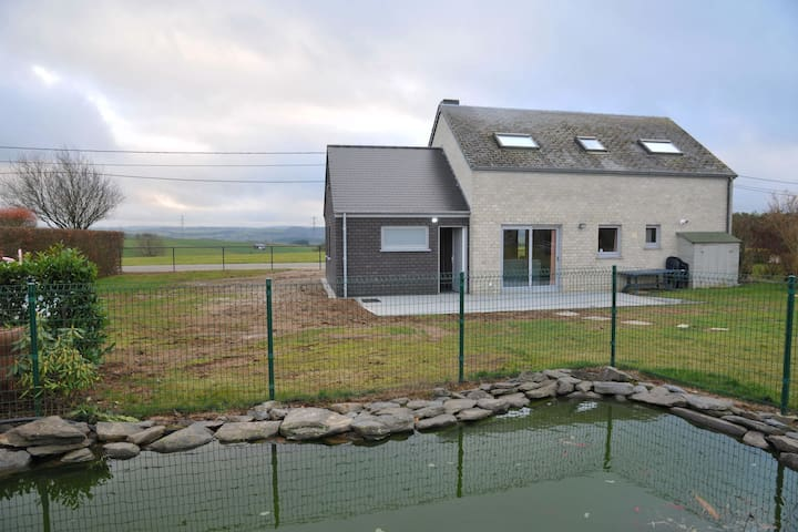 Modern Holiday Home in Bertogne with Meadow Near