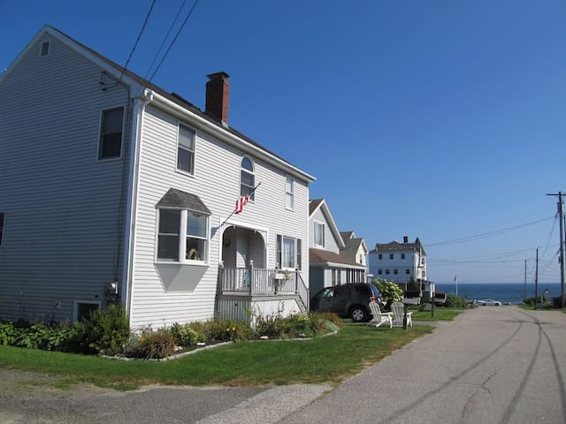 Spacious home steps from Higgins Beach