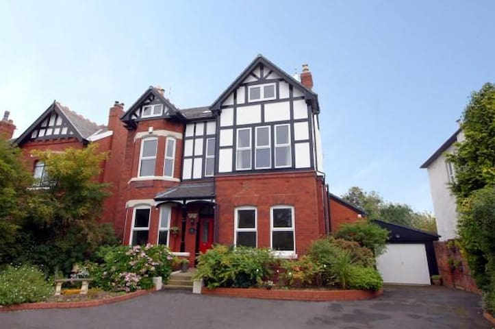 Open Golf at Royal Birkdale - Ideal Accomodation - Southport - Huis