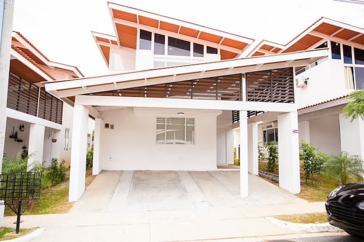 Tropical Beach House in Coronado with WIFI (#57)