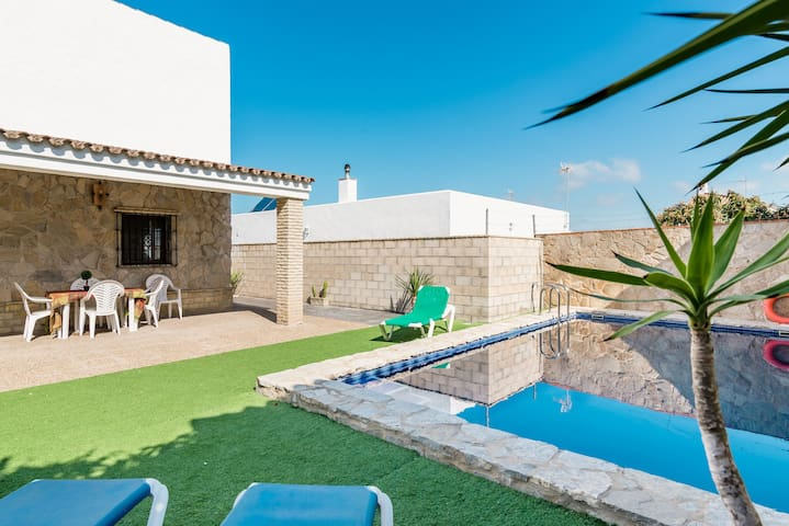 Rustic Villa Close to Beach with Pool, Terrace & Wi-Fi; Pets Allowed, Parking Available
