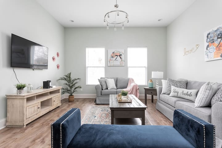 Ultra Chic Indy Escape Near Downtown