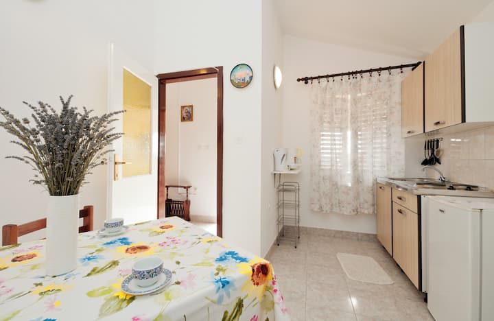 Apartmani Lučić - 2 min (150m) walk from the beach