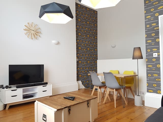 Modern one bedroom apartment with free parking - Royal Leamington Spa - Lägenhet