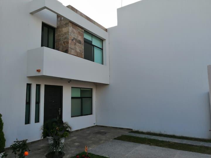 Moderna casa en privada residencial
