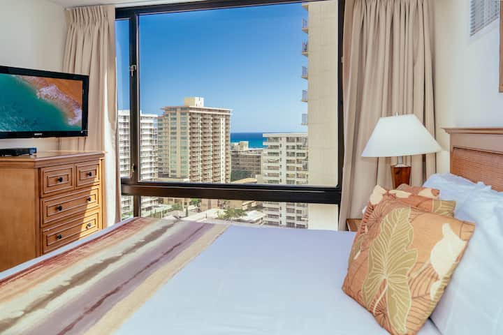 **Professionally Sanitized**Ocean View+Amenities+Full Kitchen+Free Parking! - Waikiki Sunset Ocean 1 BDR on the 17th Floor