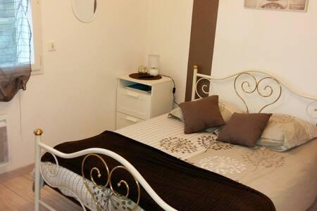 chambre chez l'habitant en villa - House