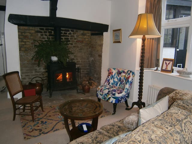 Cosy 16th century cottage in the heart of Sandwich - Sandwich - Rumah