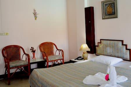 Room with free Wi-Fi, breakfast + great pool - Muang Pattaya
